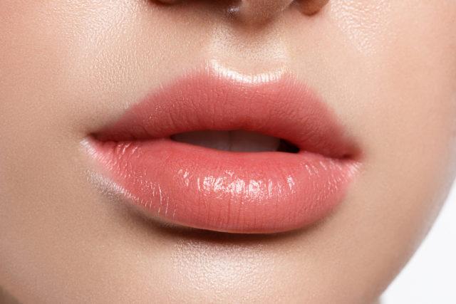 powiększanie ust modelowanie ust kwasem hialuronowym piękne usta duże usta