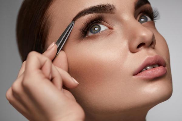 stylizacja brwi i rzęs makijaż ślubny wizaż